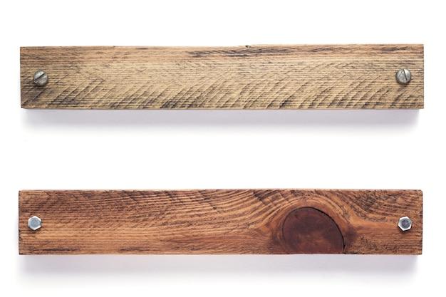 Conseils de bar en bois isolé sur fond blanc
