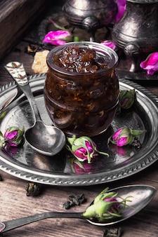 Conserves de thé à la rose
