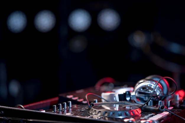 Console de mixage en gros plan