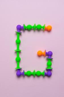 Constructeur de ventouse comme lettre de l'alphabet anglais
