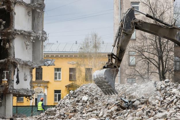 Construction De L'ancien Hôtel Démolition Pour Nouvelle Construction Photo Premium