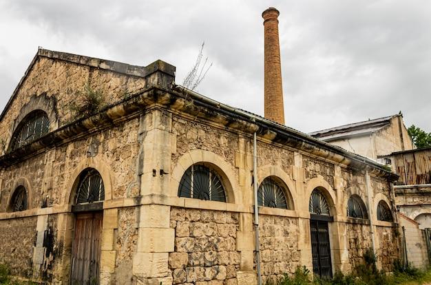 Construction d'une ancienne usine abandonnée à alcoi