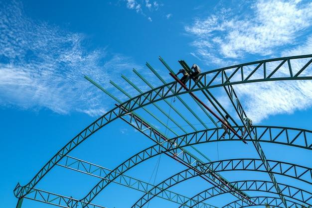 Construction aucun ensemble de sécurité utilisant un pour fixer les travaux de toiture métallique pour les toitures industrielles