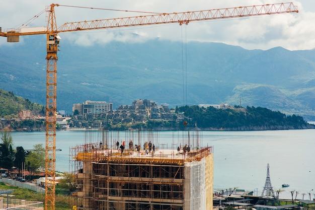 Construction d'un bâtiment de plusieurs étages à budva monténégro buil