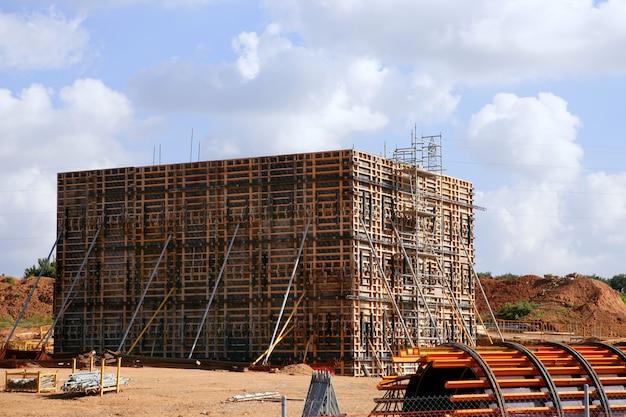Construction dans une zone désertique