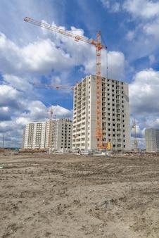 Construction de gratte-ciel et grues de levage