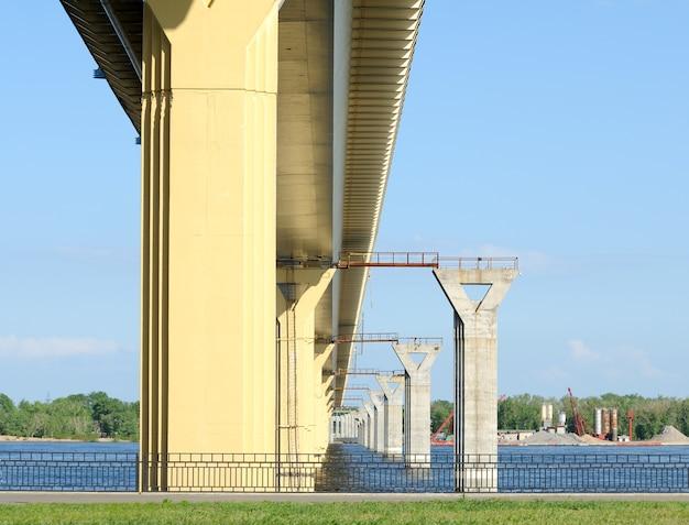 Construction d'un nouveau pont sur la volga, russie