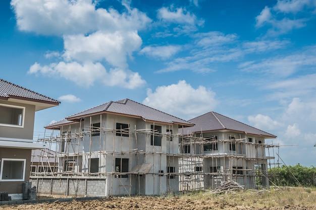 Construction nouvelle maison résidentielle en cours sur le chantier