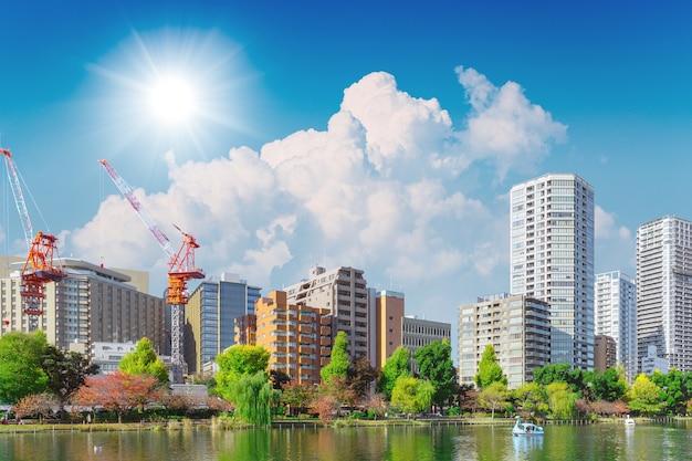 Construction nouvelle ville moderne avec espace vert pour un bon environnement