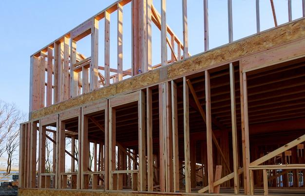 Construction de poutres en bois extérieures