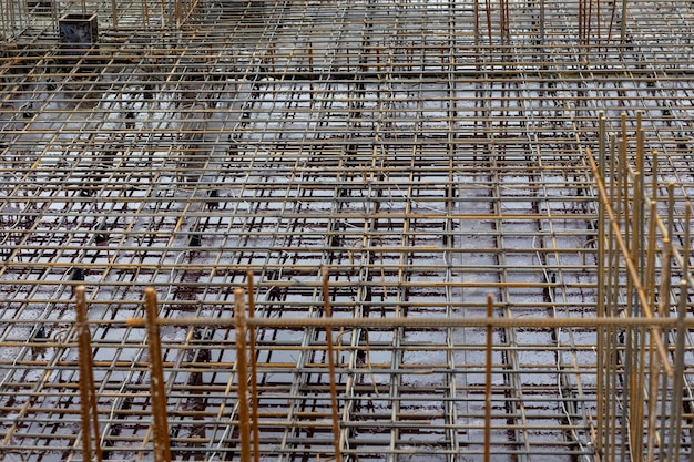 Construction de renfort métallique d'un immeuble de grande hauteur ou d'une construction métallique complexe commerciale