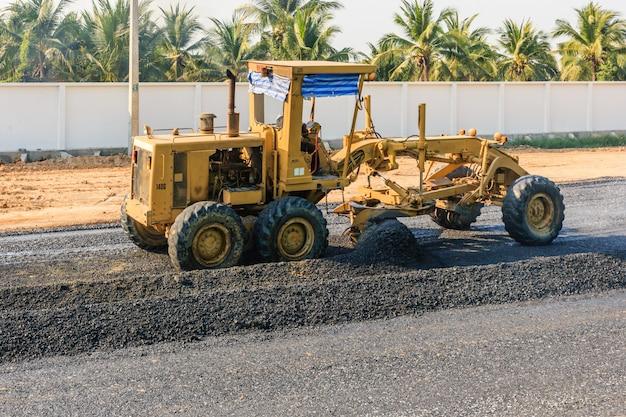 Construction de routes de niveleuse machine industrielle de niveleuse lors de la construction de nouvelles routes.