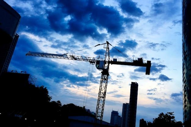 Construction en soirée