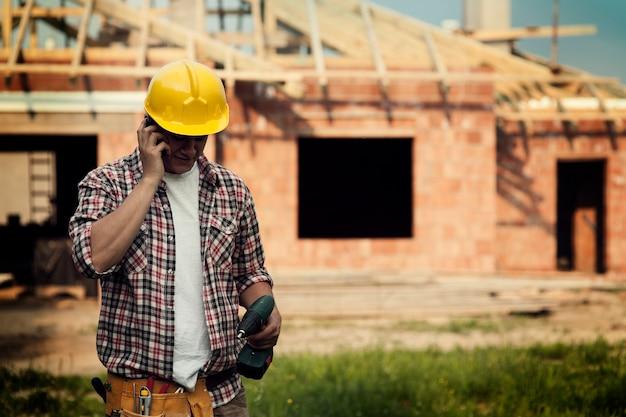 Construction avec téléphone portable