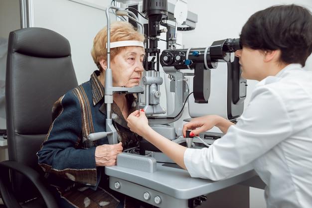 Consultation avec un ophtalmologiste.