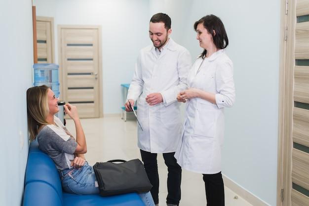 Le contact avec le patient est très important pour créer une pensée positive