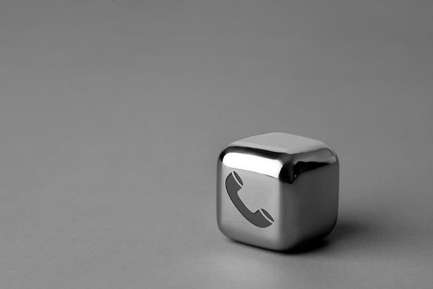 Contactez-nous icône sur cube en métal pour un style futuriste