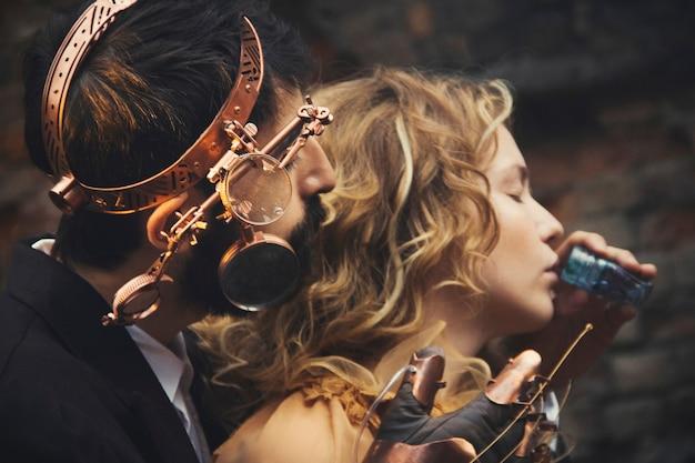 Conte de fées steampunk magique d'un couple amoureux. l'histoire d'amour des hommes et des femmes