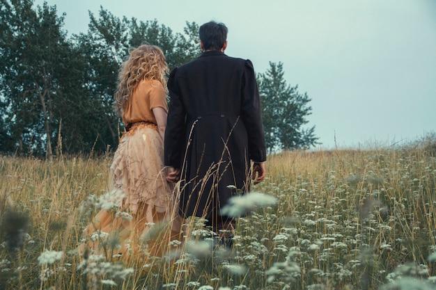 Conte de fées steampunk magique d'un couple amoureux