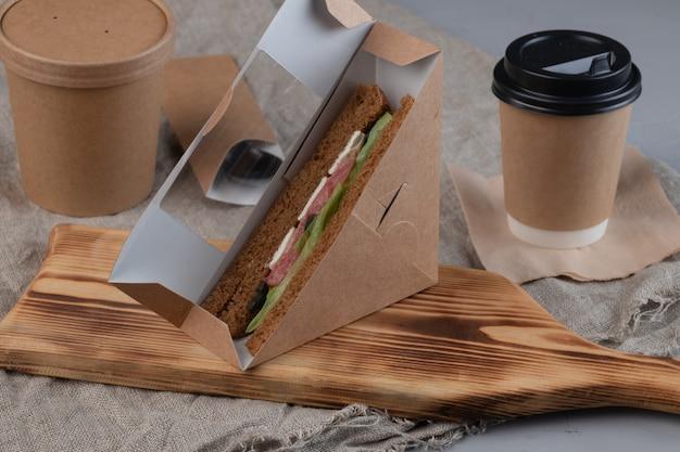 Contenants alimentaires en carton d'emballage écologique pour le service de livraison