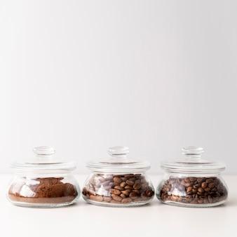Contenants de café mignons avec espace de copie