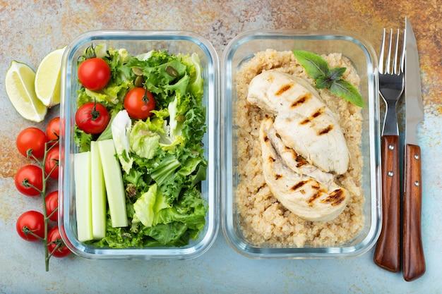 Contenants de préparation de repas sains.