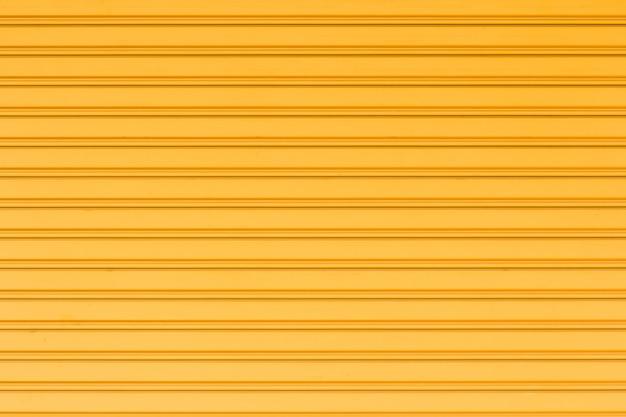 Conteneur en acier jaune