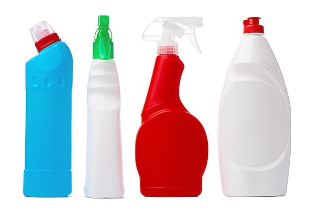 Conteneur de détergent liquide en plastique sur fond blanc