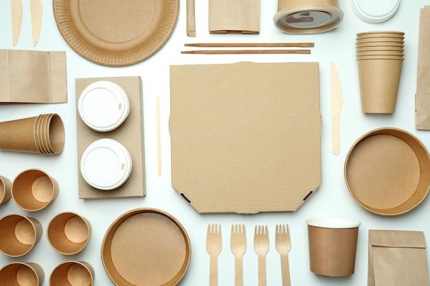 Conteneurs de livraison pour plats à emporter sur blanc