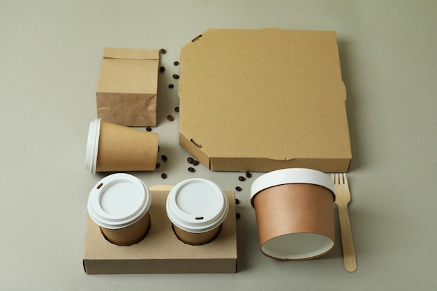 Conteneurs de livraison pour plats à emporter sur fond gris