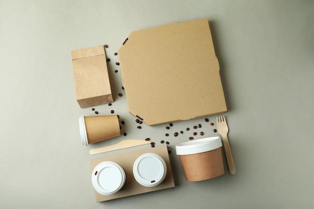 Conteneurs de livraison pour plats à emporter sur surface grise