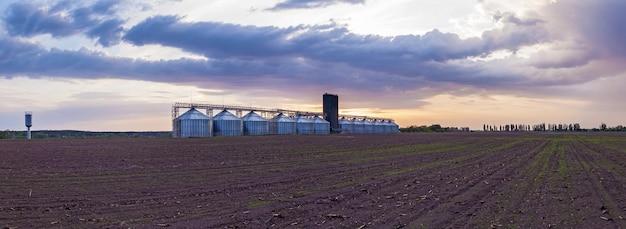 Conteneurs métalliques industriels pour le stockage des graines de tournesol en grains maïs soja