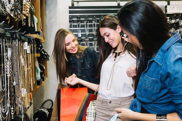 Contenu des amis dans les choix de choix des magasins