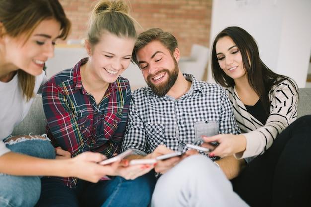 Contenus de partage d'amis avec les smartphones