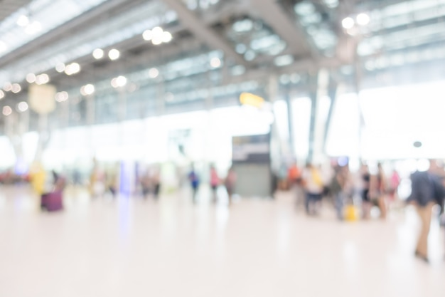 Contexte de personnes avec valises