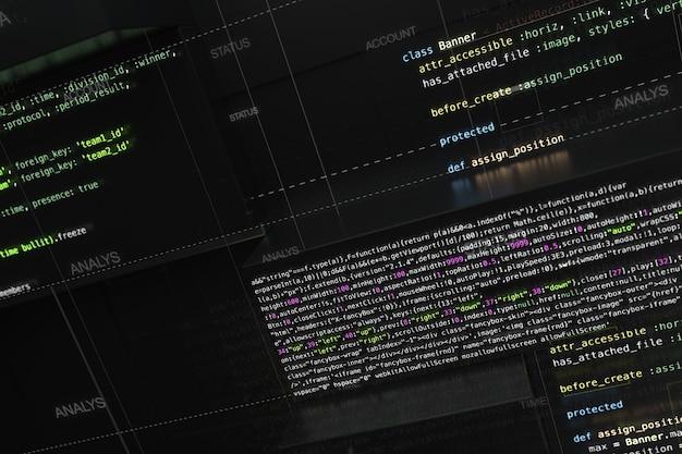 Contexte de programmation abstrait avec lignes de code et rendu 3d de formes carrées extrudées aléatoires. surface réfléchissante extrudée avec des morceaux de code de développement logiciel.