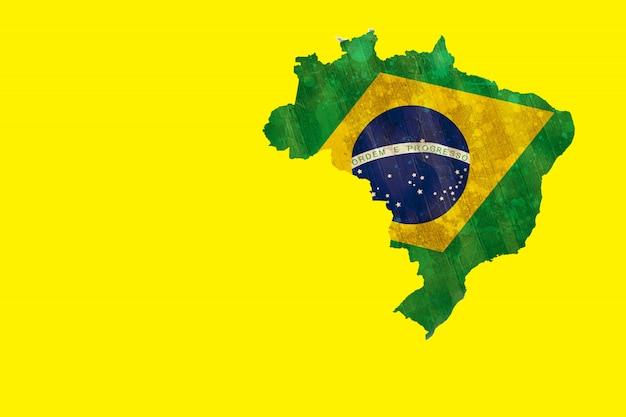 Contour du brésil vert avec drapeau jaune