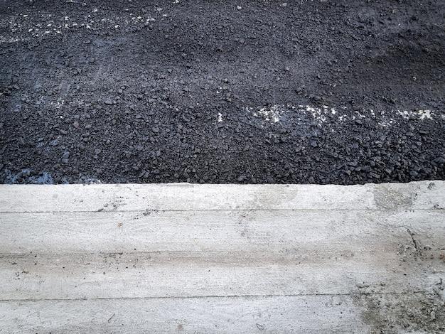 Contraste entre asphalte et route en béton