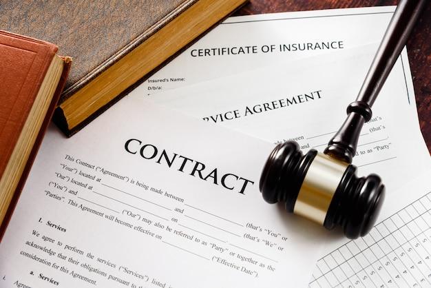 Les contrats légaux font l'objet de litiges commerciaux résolus devant les tribunaux
