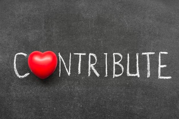 Contribuez le mot manuscrit sur le tableau avec le symbole du coeur au lieu de o