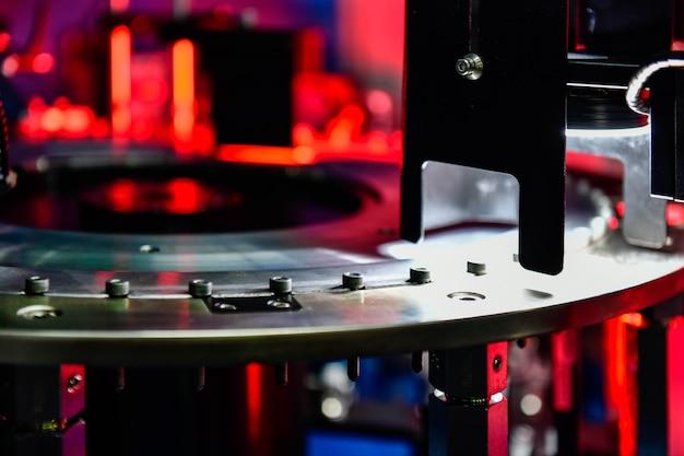Contrôle de haute qualité dans la fabrication d'une machine de tri optique pour les écrous de fixation dans la gamme de produits