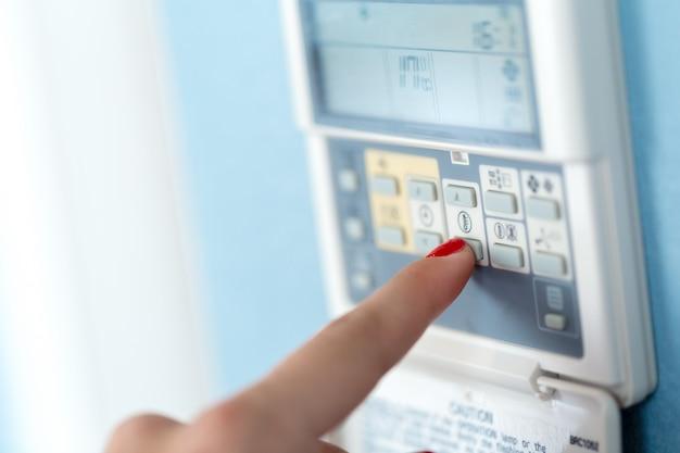 Contrôle numérique du thermostat climatique