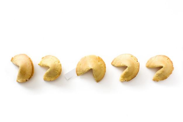 Cookie de fortune isolé sur fond blanc