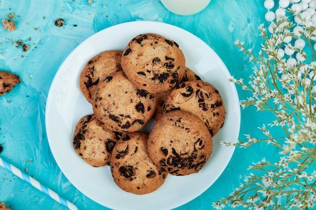 Cookies au chocolat. petit-déjeuner sain le matin.