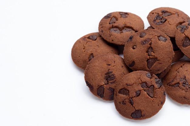 Cookies aux pépites de chocolat sur blanc