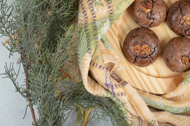 Cookies aux pépites de chocolat sur serviette