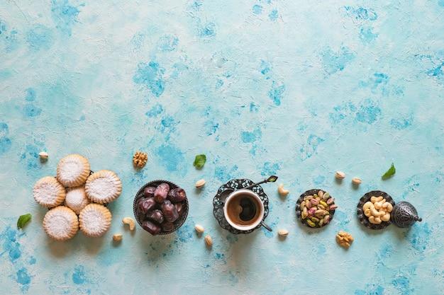 Cookies de la fête islamique el fitr. bonbons du ramadan. biscuits égyptiens fond