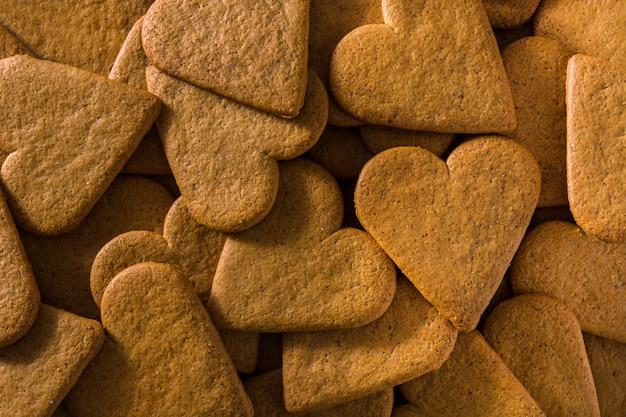 Cookies en forme de coeur pour la saint-valentin et le concept de la fête des mères.