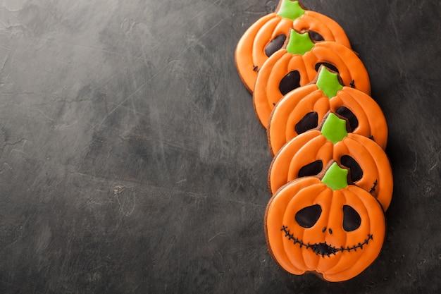 Cookies halloween à la citrouille et aux chauves-souris.