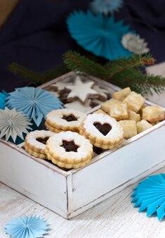 Cookies sur la table d'une décoration festive. style rustique.